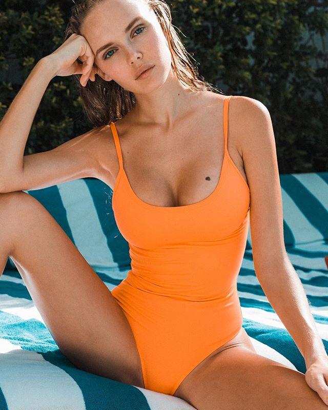 🔸Très Chic🔸@angelinaaboyko by @riccphoto__________________________________________________#lookseri #lookserilovers #ecoswimwear #sustainablefashion #swimwear #orange #onepiece #luxuryswimwear #luxurybrands #luxurylifestyle #fashionblogger #bikinis #greekdesigners #greekbrand #soho #miami #poolside #travelphotography #travelblogger #vacationmode #summeringreece #greekblue #greekislands #jameliacapri